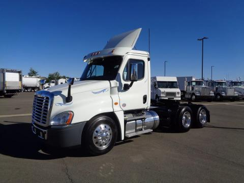 2019 Freightliner Cascadia 125 - Image 1 of                                                13
