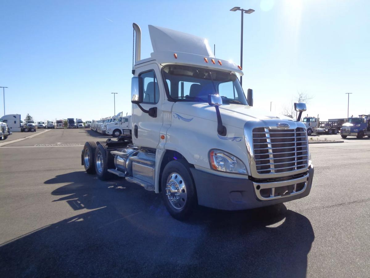 2019 Freightliner Cascadia 125 - Image 3 of 13