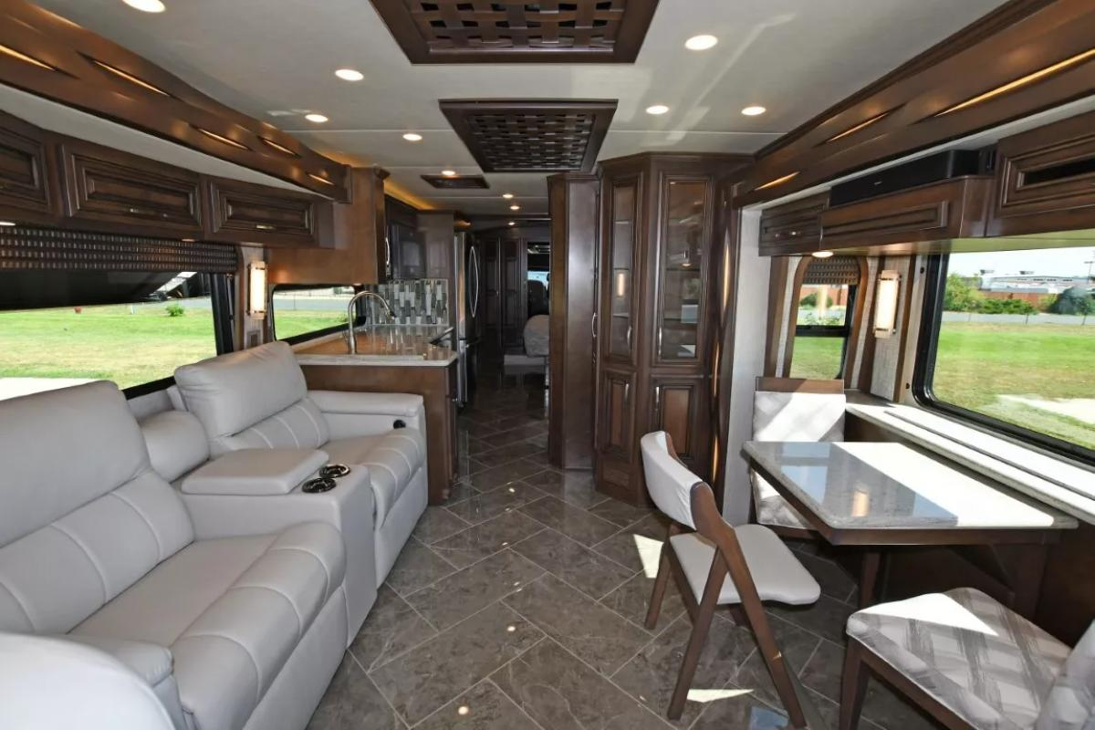 2021 Newmar New Aire 3545 - Image 3 of 43