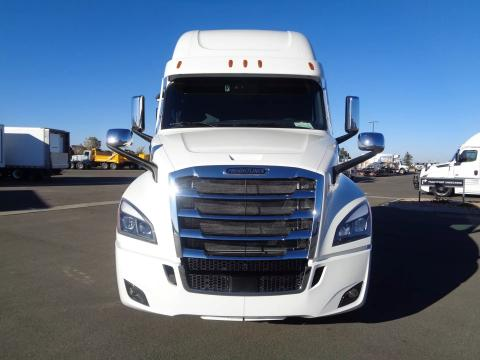 2022 Freightliner | Image 2 of 19