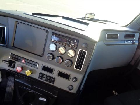 2021 Freightliner Cascadia 126 - Image 10 of                                                14