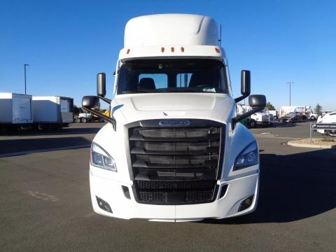 2022 Freightliner | Image 2 of 14