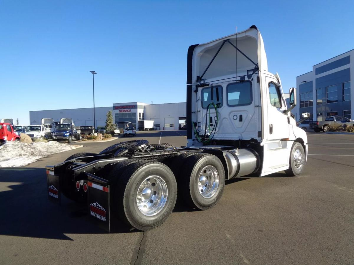 2021 Freightliner Cascadia 126 - Image 4 of 14