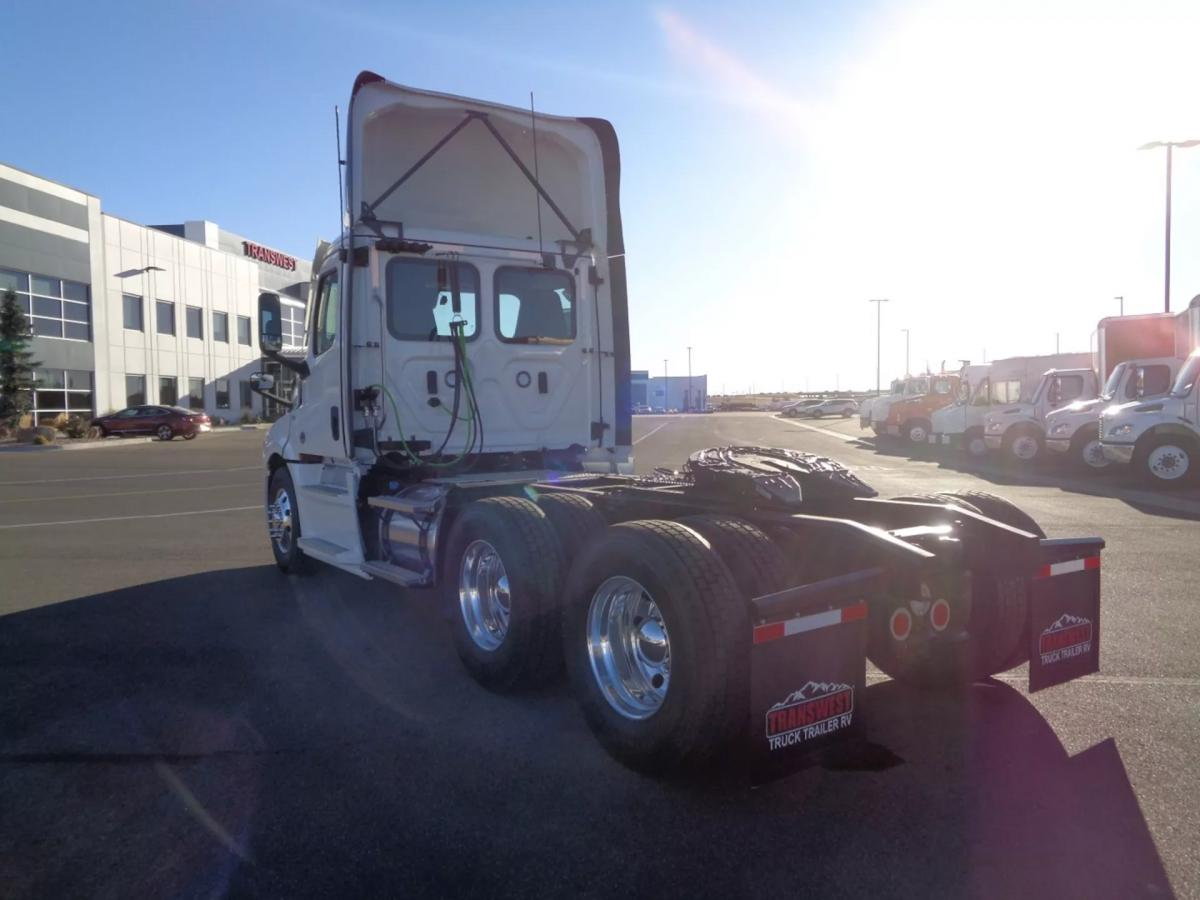 2021 Freightliner Cascadia 126 - Image 5 of 14