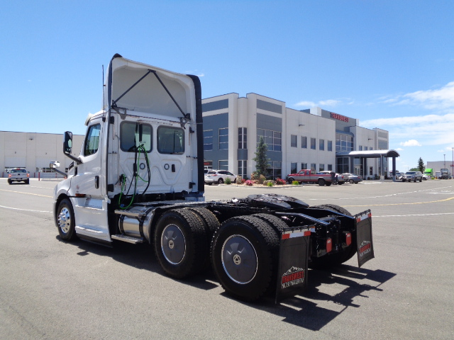 2020-cascadia-daycab-driver-side-angle-view