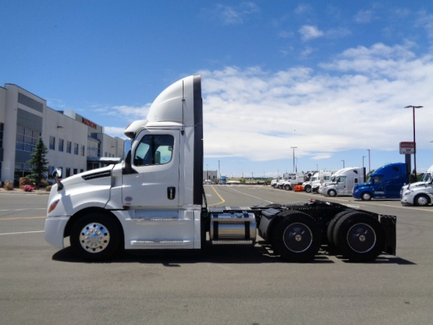 2020-cascadia-daycab-driver-side-exterior